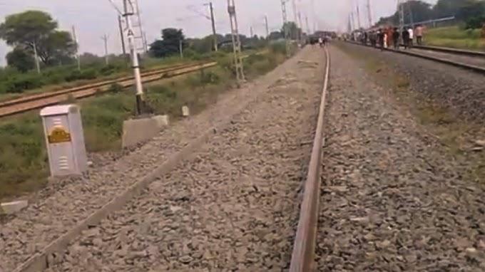 Etawah में पटरी से उतरे मालगाड़ी के 11 डिब्बे, दिल्ली-हावड़ा रूट पर लगा 'ब्रेक'
