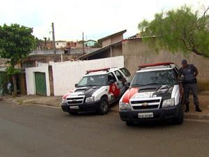 Polícia encontra local que alterava chassi de veículos roubados em Campinas (Foto: Reprodução / EPTV)