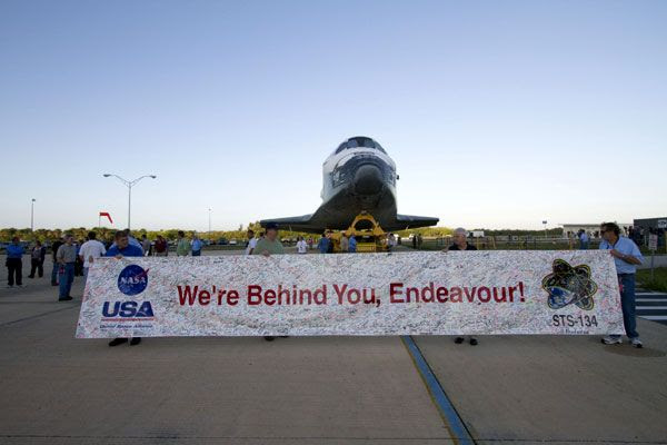 Space shuttle Endeavour begins her rollover to the Vehicle Assembly Building (VAB) at NASA's Kennedy Space Center in Florida, on February 28, 2011.