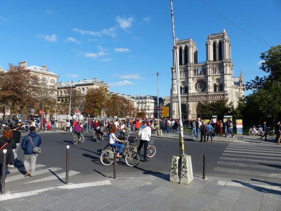 Notre Dame, París. Día Mundial Sin Autos 2015. © Wikimedia Commons Usuario: Ulamm. Licencia CC BY-SA 4.0