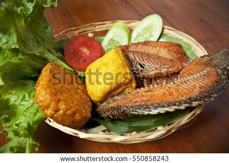 Fried carp fish dishes, complete with tofu, tempe and vegetables