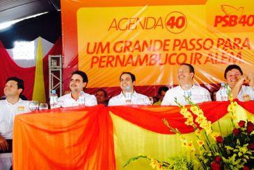 Comitiva completa da Frente Popular em Palmares, na manhã deste sábado, ciculou com o pré-candidato ao Governo do Estado, o secretário da Fazenda Paulo Câmara