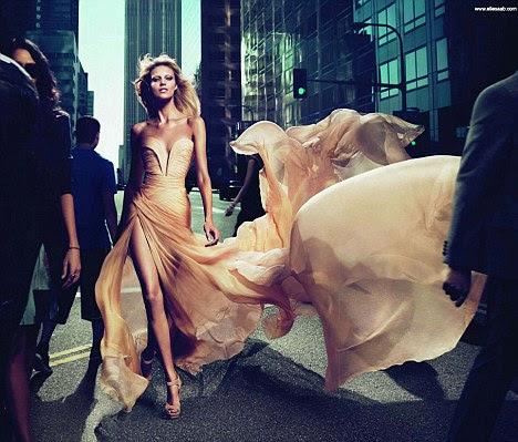 """O modelo estrelou o Elie Saab anúncio para """"Le Parfum"""", que é praticamente idênticos"""