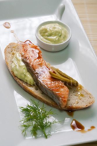 Tosta de salmón en pan gallego