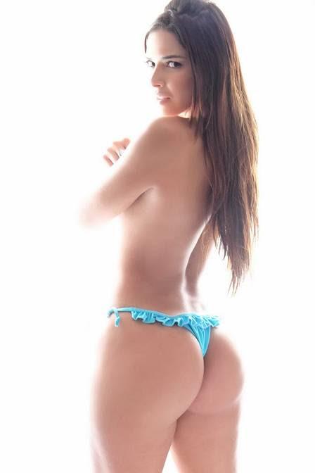 Nuelle Alves já estrelou diversos ensaios sensuais