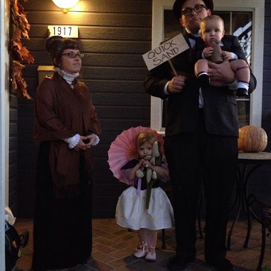 Awesome Family Cosplay's Disney's Haunted Mansion | Who Designed It?