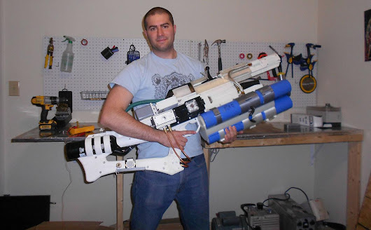 "Engadget on Twitter: ""Guy creates handheld railgun with a 3D-printer  """