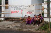 Dua Sekolah Disegel Pemilik Lahan, Siswa Hanya Bisa Belajar hingga Siang Hari