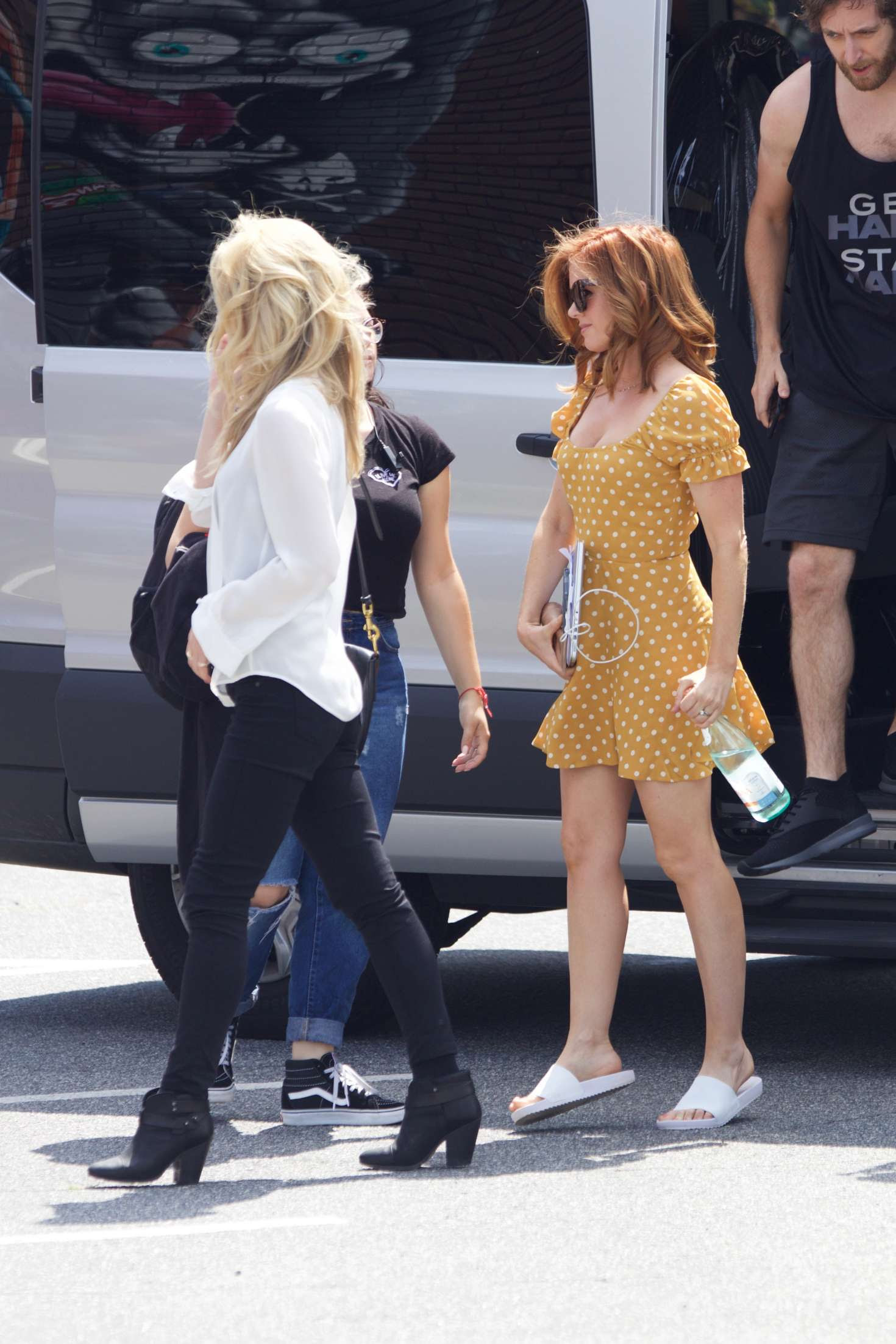 Isla Fisher and Annabelle Wallis Arrives on 'Tag' set in Atlanta
