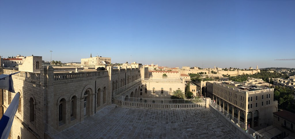 View on the old city from the Mamilla Hotel rooftop bar (Jerusalem, Israël 2016)