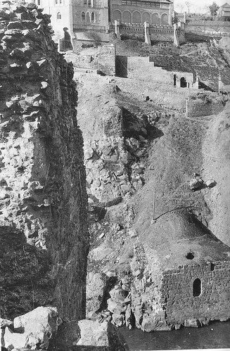 Estribos alineados del acueducto romano de Toledo. Principios del Siglo XX