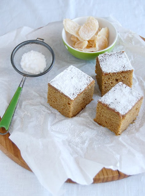 Ginger and molasses cake / Bolo de gengibre e melado
