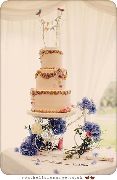 Vintage Wedding Cake Cute, Glemham Hall Wedding Photography Suffolk - Hello Romance