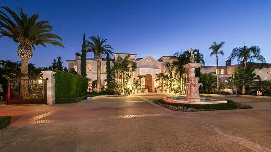 Beverly Hills' Palazzo di Amore, Once Listed for $195 Million, Taken Off the Market