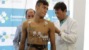 Neymar llegó enfermo al Barcelona. Foto gollhaye.com