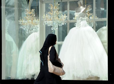 Saudi Groom Demands Divorce After Seeing Bride's Face at