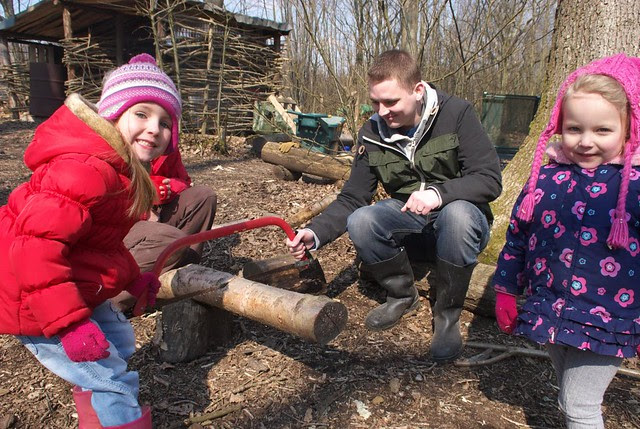 DSC_6093 Sawing a log