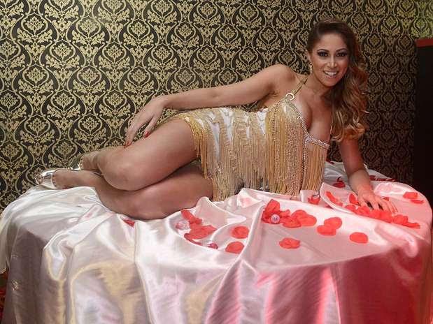 Carol Narizinho diz que usa fantasias para apimentar a relação Foto: Ricardo Matsukawa/Terra