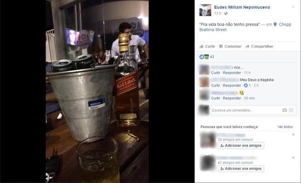 Comerciante postou foto de garrafa de whisky horas antes de capotar carro na BR-110, no RN (Foto: Reprodução/ Facebook)