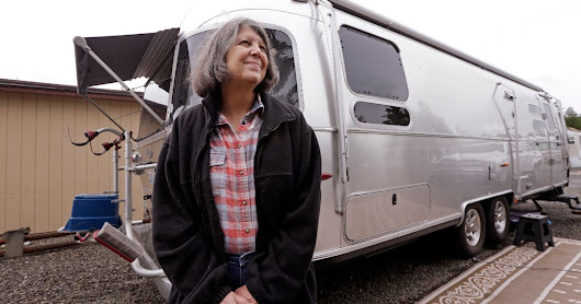 Woman visits wildlife refuges to fulfill RV neighbor's last wish