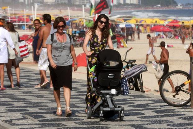Lavinia Vlasak no Leblon (Foto: Edson Teofilo/Photo Rio News)