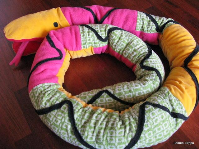 Käärme joulupukilta