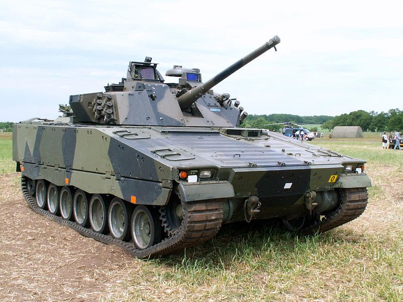 File:Hägglunds CV-90 at Landmachtdagen 2005.jpg