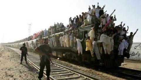 Perierga.gr - Τρένο στο Πακιστάν!