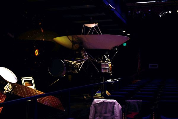 A snapshot that I took of a full-size Voyager spacecraft replica inside the Von Kármán Auditorium at NASA's Jet Propulsion Laboratory near Pasadena, California...on May 30, 2018.
