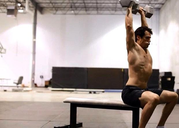Henry Cavill em treinamento na Gym Jones (Foto: Reprodução)