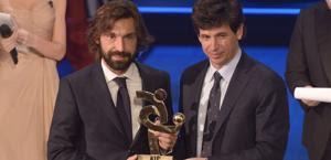 Andrea Pirlo premiato da Albertini. LaPresse
