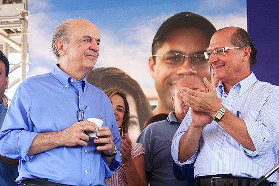 José Serra (esq.) durante evento do governo de São Paulo ao lado de Geraldo Alckmin