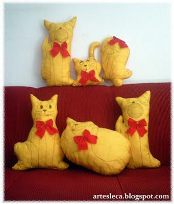 Almofadas em formato de gatos
