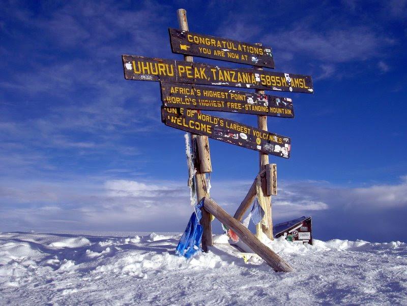 На вершине горы Килиманджаро. Фото