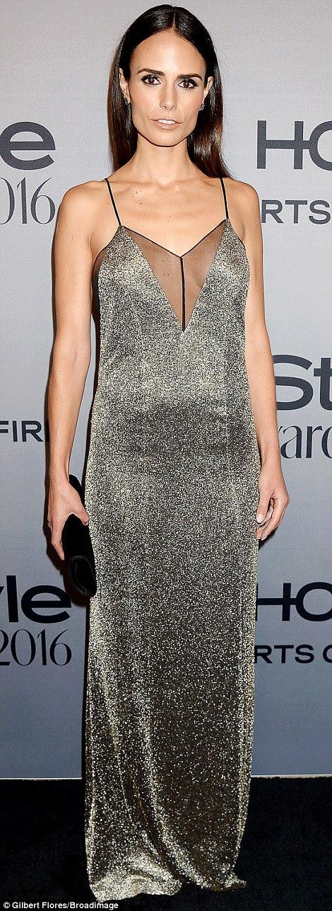 sirenes de prata: Laura Dern (L) e Jordana Brewster brilhavam em diferentes vestidos de prata