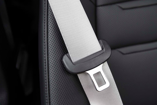 Survey: Passengers in Hired Vehicles Often Don't Use Seat Belts - Motor Trend