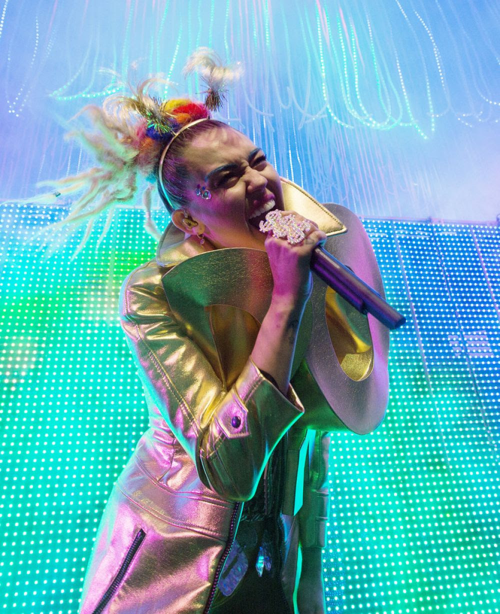MILEY CYRUS Performs at The Milky, Milky, Milk Tour in Chicago 11/19/2015