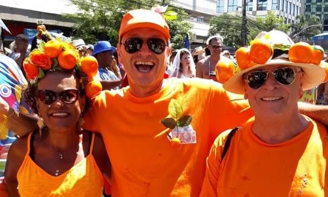 Laranja, a cor do carnaval: Blocos do Rio ganham referências ao  ex-assessor de Flávio Bolsonaro