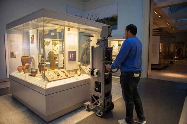 google-employee-photographs-british-museum-exhibits