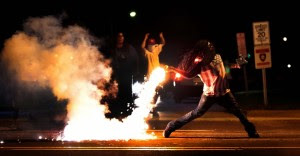 ferguson-riots.jpeg.pagespeed.ce.COm_NMr1hX