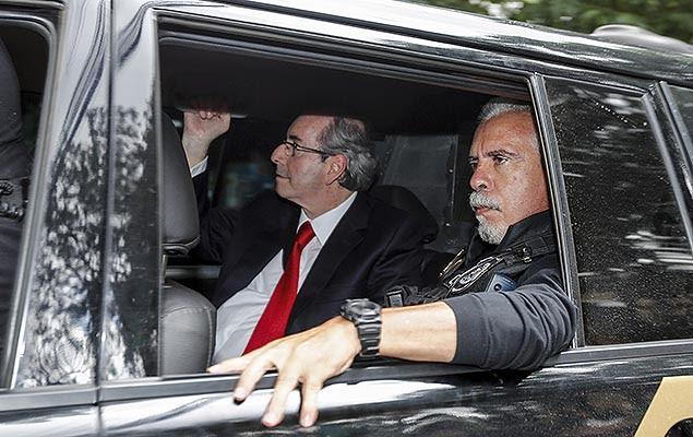 O ex-deputado Eduardo Cunha (à esq.) chega à sede da Justiça Federal, em Curitiba (PR), para prestar depoimento ao juiz Sérgio Moro