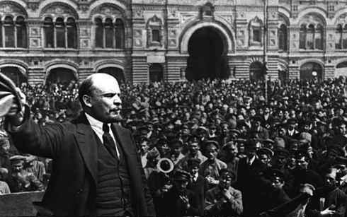 líder comunista na praça vermelha