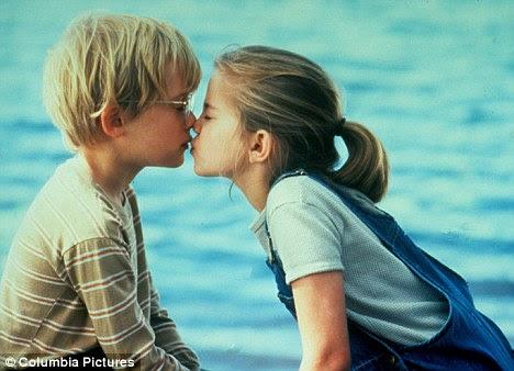 Jovem amor: Visto aqui com a co-estrela McCauley Culkin partilha um beijo no filme coming-of-age