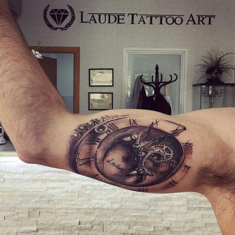 Tatuaje De Reloj Con Nombre
