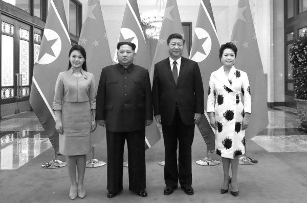 金正恩夫妇3月底访华时与习近平夫妇合影 (AP)