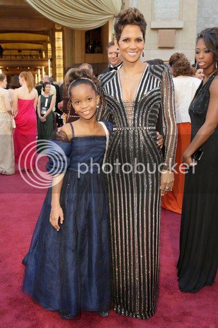 Oscars 2013 Red Carpet photo oscars-2013-halle-berry_zpsa7923f9f.jpg