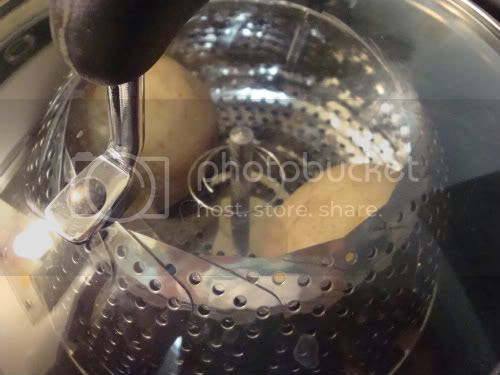 Steaming potatoes