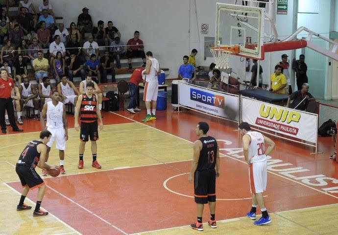 Paulista x Flamengo primeira fase NBB 8 basquete (Foto: David Abramvezt)
