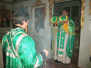Архиепископ Лонгин Клинский правит Литургию в ...