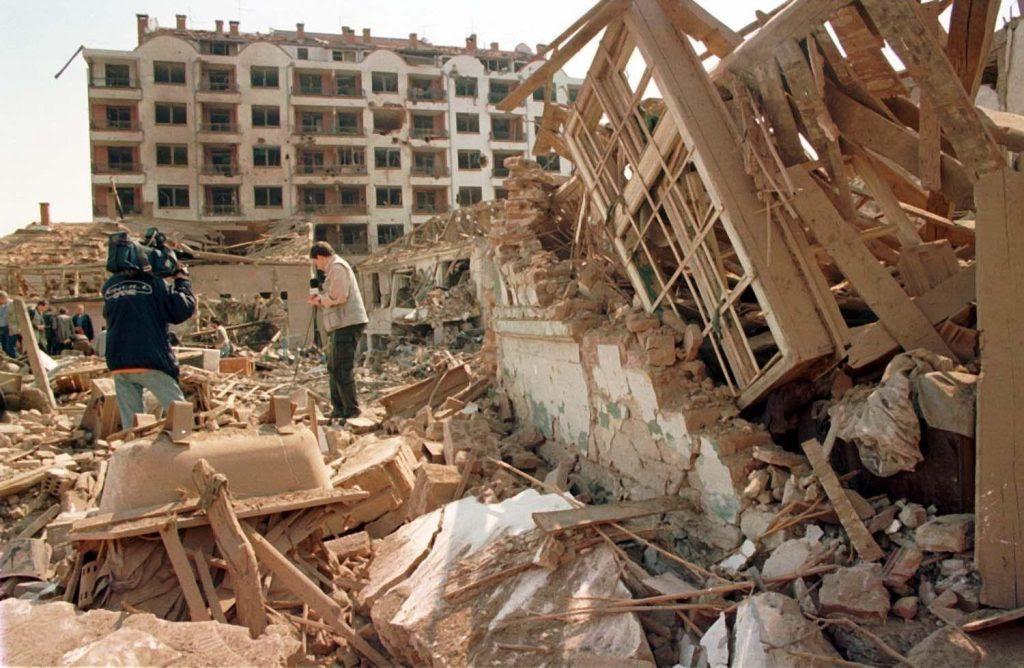 Разрушенията, които оставят натовските бомби, са съсипващи. Снимка: rusplt.ru